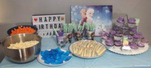 DIY Frozen birthday party tablescape.
