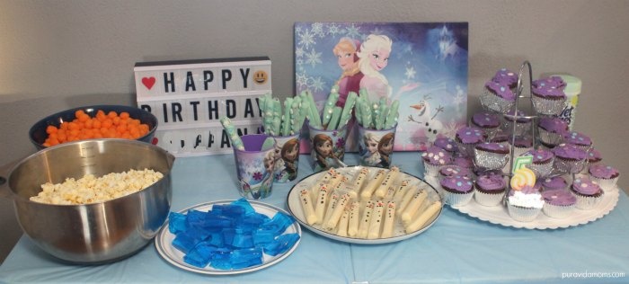 DIY Frozen birthday party tablescape.