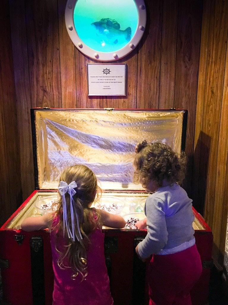 children at treasure chest casa bonita
