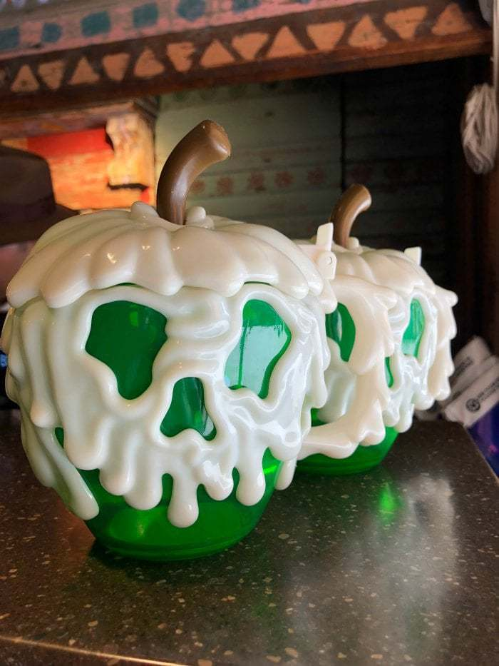 Halloween Time brings out some of the best Disney cuisine- and it's only at Disneyland and California Adventure for the spookiest time of the year! Here's a recap of our favorite Disney Halloween Time treats!