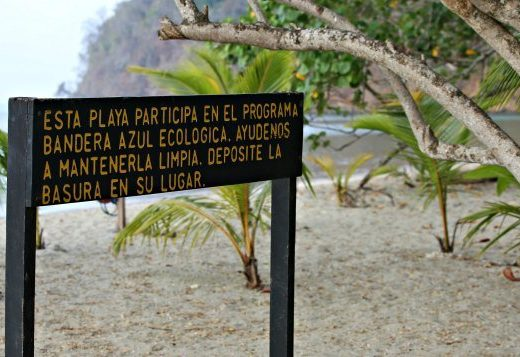 Sign with Spanish text at Playa Mantas Costa Rica.