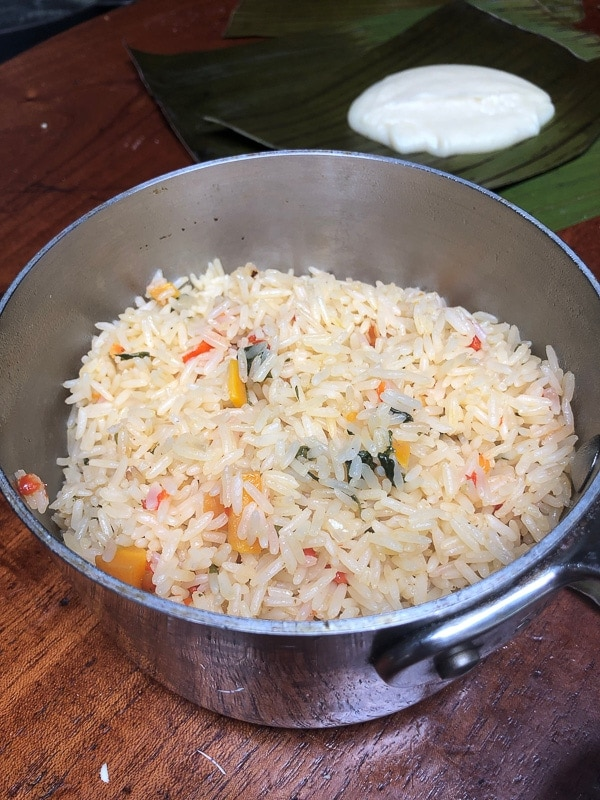Large pot of arroz arreglado in Costa Rica
