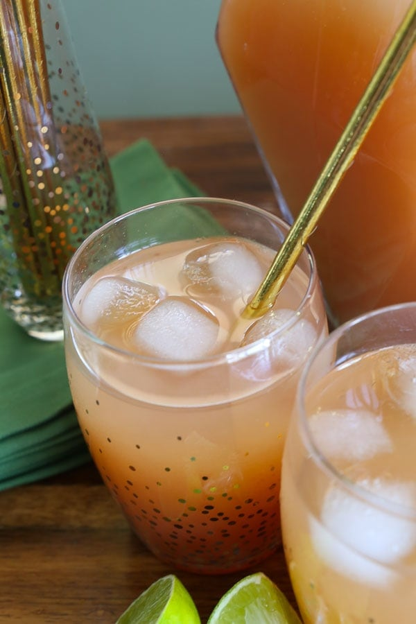 gold paper straw in moscow mule cocktail