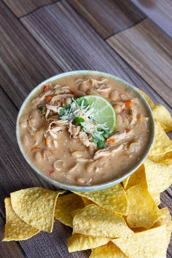 tortilla chips with shredded chicken chili