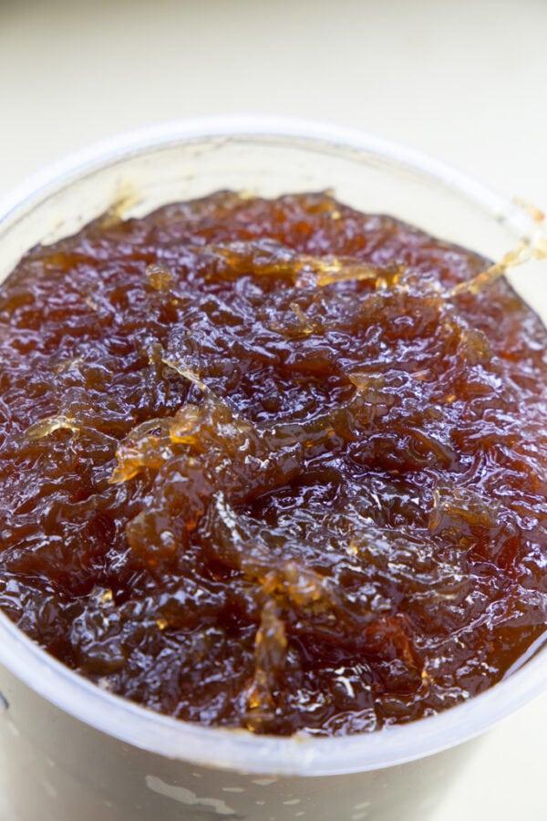 chiverre jam in container